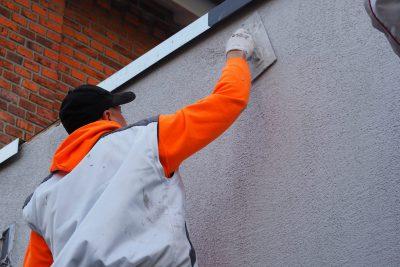 Handarbeit- Putzarbeiten an Fassade